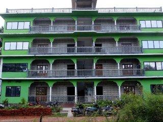 Vivid 2-bedroom apartment, near Morjim beach