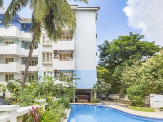 Spacious 2-BR with a pool, 500 m from Calangute Beach