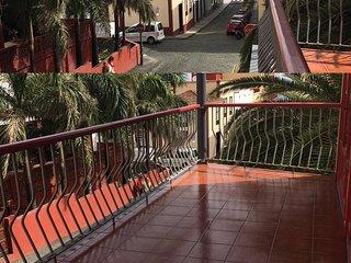 Piso con gran terraza junto a la playa de S/C de la Palma.