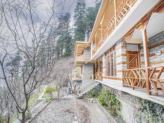Comfy abode hidden away in luxuriant greenery