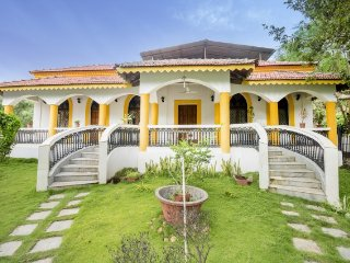 9-BR Portuguese villa with a pool, in proximity to Candolim Beach