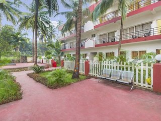 Comfy stay with a swimming pool, close to Morjim Beach