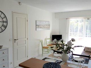 Bel appartement classe 2* decore avec gout en bord de mer, piscine et parking