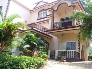 Well-furnished 7-BR villa, 800 m from Calangute Beach