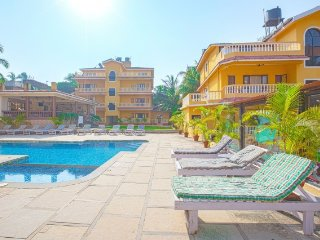 Penthouse suite with a shared pool, 1.7 km from Candolim beach