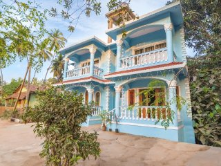 Vibrant 3-BR stay for a family, 2.2 km from Calangute Beach