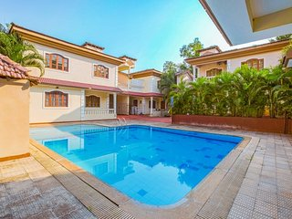 Contemporary 4-BR villa with a pool, 3 km from Baga Beach