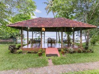 Homely abode for 3, on the banks of Lake Vembanad