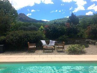Villa 3 chambres piscine face Sainte Victoire tout confort