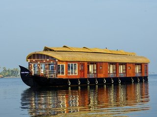 Elegant stay on a capacious houseboat