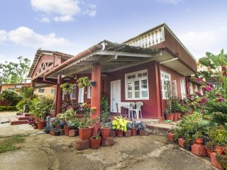 Charming 2-BR stay for a family, 1.5 km from Madikeri Fort