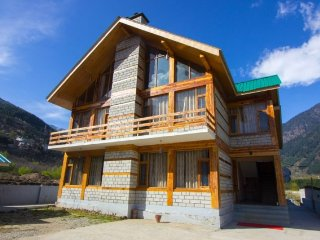 6-bedroom cosy cottage, close to Van Vihar National Park