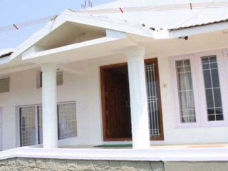 Restful 3-BR stay with a verdant hilly view, Ooty