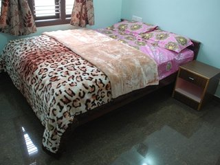 3-BR cottage for budget travellers, 800 m from Thunder World
