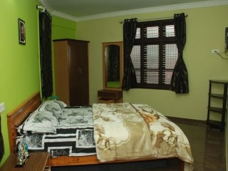 Centrally located 2-BR cottage, 1.1 km from Ooty Lake