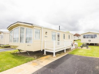 8 Berth Caravan in Hopton Haven Holiday Park,Great Yarmouth Ref:80052 Southreach