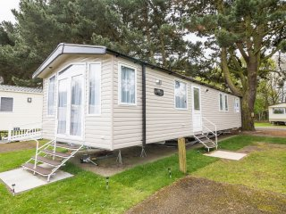 8 Berth caravan in Wild Duck Haven Holiday Park near Great Yarmouth Ref 11019SC