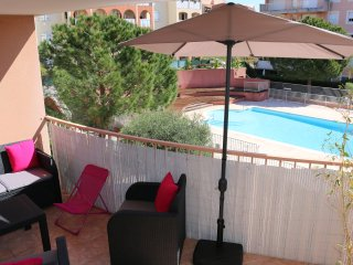 COZY 2 BEDROOM APARTMENT WITH POOL, TERRACE, BBQ.