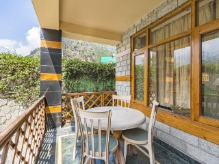 Tastefully done 3-bedroom cottage, close to Mall road