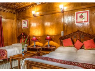 Naaz Kashmir Luxury House Boats Tulip Room