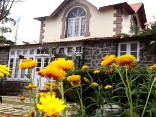 Peaceful 2-BR abode for a family, in proximity to Chettiar Park