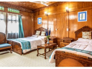 Naaz Kashmir Luxury House Boats Lavander Room