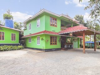 Traditional 3-BR villa, 2.9 km from Neerarachal Viewpoint