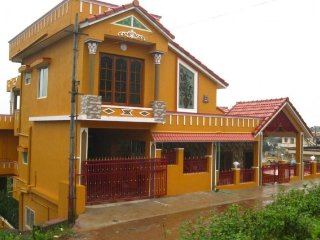 5-bedroom homestay with a well-equipped kitchen, close to Madikeri Fort