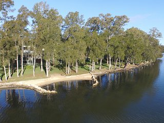 Macquarie Leisure (Mannering Park Lake Macquarie)