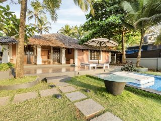 4-BR villa with a colonial charm,  2.6 km from Calangute Beach
