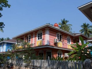 4-bedroom villa with a splash pool, 1.8 k from Benaulim beach