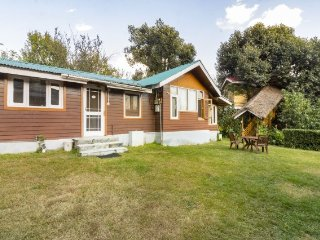 Well-furnished 3-bedroom cabin-style cottage