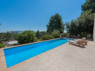 VILLA WITHIN WALKING DISTANCE TO PUERTO POLLENSA WITH PRIVATE POOL AND TERRACE