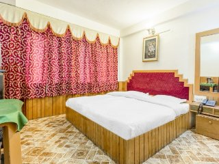 Comfy stay for hikers, 65 m from Mall Road