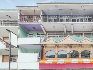Centrally-located 6-BR boutique stay on Mall Road