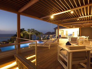 Santa Alicia is a 3 bedroom contemporary villa located on the heights of Flamand