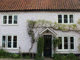 A traditional spacious Norfolk Cottage in the delightful village of Harpley.