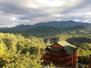 Smokey Mountains - Prime 2 Bed Room Lock Off (A&B Units) with Mountain Top Views