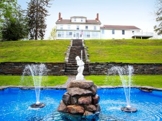 1859 Historic Mansion Retreat, Reunions, USMA. New Hot Tub, Close to NYC, Monroe