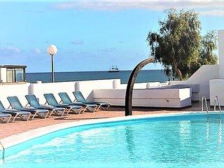 Acogedor apartamentos de 2 dormitorios, jacuzzi y wifi piscina y playa.