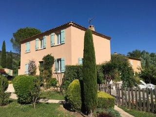 Bastide avec Jardin Paysagé, Piscine et Terrasses