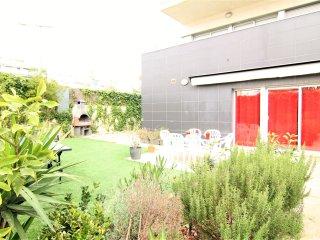PARADISE : Planta baja con jardín privado, parking y piscina comunitaria.