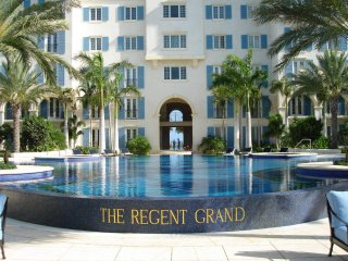 The Regent Grand - Luxury Beachfront 2BR Suite