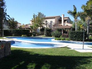 Preciosa casa con piscina y 3 dormitorios en lujoso recinto ,Golfclub de Bonmont