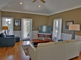 3Bed 3.5Bath near SEASIDE 4 min walk to beach, 1 min walk to pool from $135nt, Seagrove Beach