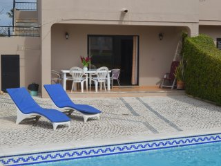 Fabulous 2-bedroom flat (groundfloor) with pool, close to beaches