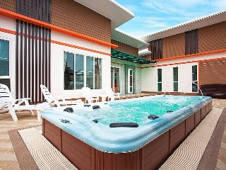 9 Bed Luxury Villa with Jacuzzi by HVT