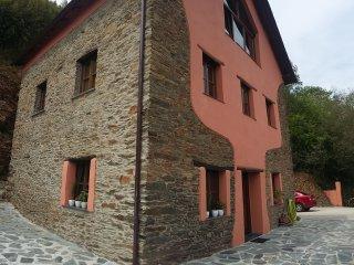 Casa Vacacional en aldea de Porto, entorno rural a 5 minutos de Navia.