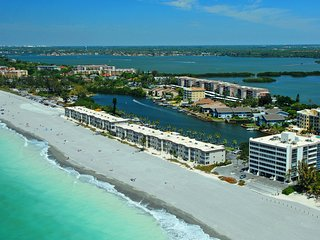 Siesta Key - Gulf-Front Retreat - 2 BR – Free Boat Docks - Upscale