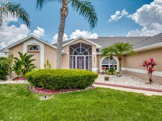 Villa Delightful - Fresh Water Canal - NEW LISTING!, Cape Coral